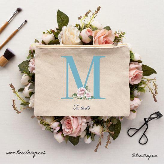 neceser personalizado con inicial y nombres ideal para bodas